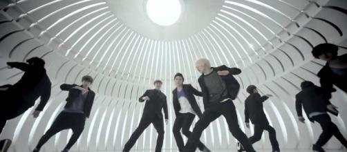 Super Junior 'Mr. Simple' [Image via GU Free Music/YouTube Screencap]