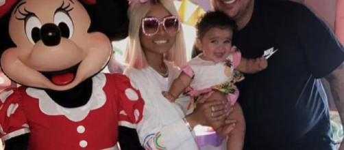 Rob Kardashian and Blac Chyna with Dream enjoying Father's Day at Disneyland. Photo source: Breaking News Daily (YouTube)