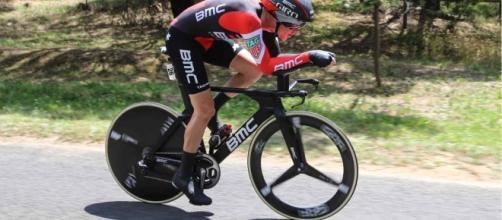Rohan Dennis (BMC) vince il prologo di Cham.