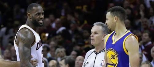 The Cavs showed up to take Game 4 on their home court, avoiding a sweep. [Image via Blasting News image library/sfchronicle.com]