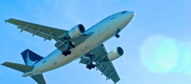Casal passa do ponto em avião - Google