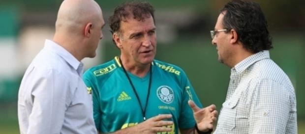 Técnico do Palmeiras com os dirigentes