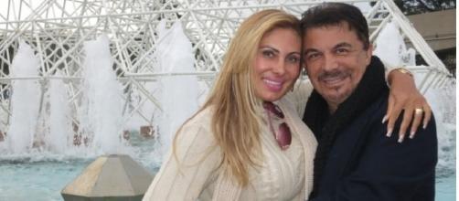 Ângela Bismarchi, que é agora é evangélica, ao lado do marido