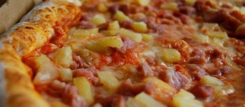Hawaiian pizza - Wikipedia CC BY