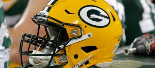 Jason Spriggs And Johnathan Calvin Scuffle At Packers OTAs - fanragsports.com