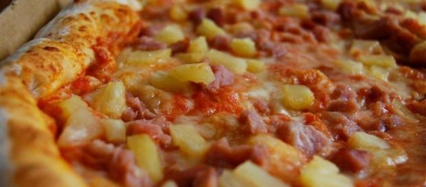 Hawaiian pizza - Wikipedia CC BY