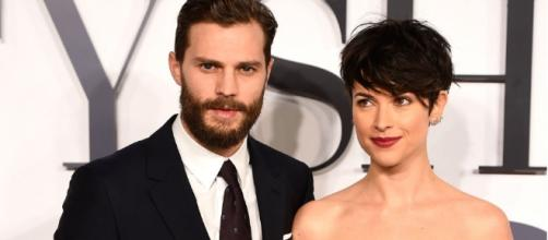 Are the Jamie Dornan and Dakota Johnson romance rumors finally getting into Amelia Warner's nerves? (via Blasting News library)