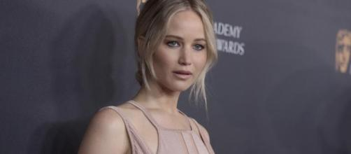 Jennifer Lawrence plane made an emergency landing due to engine failure. Photo - hindustantimes.com