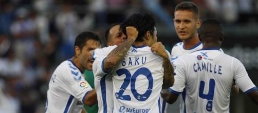 Los jugadores del Tenerife, celebrando el gol que les dió el pase el domingo ante el Cádiz