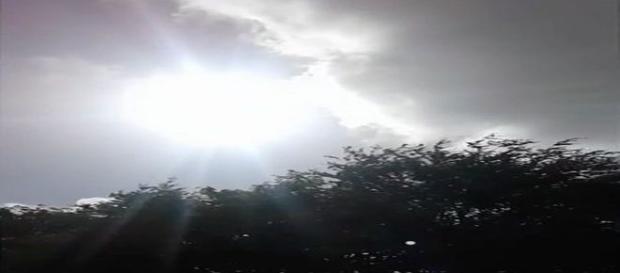 Irlandeses acreditam que Nossa Senhora apareceu sobre o país, no sábado (10) (Foto: Reprodução/Vídeo/Biddy Connors)