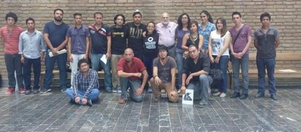 Jóvenes en el Taller de Poesía de Óscar Oliva (Archivo del taller).