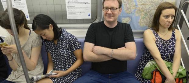 Metro Madrid: Manspreading: qué es y por qué el despatarre ... - elconfidencial.com