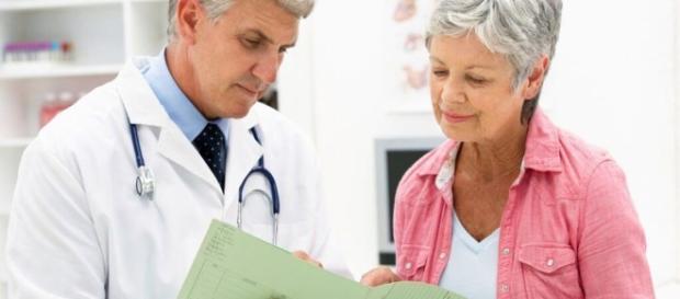 Mulheres estão procurando enfrentar a menopausa através de tratamento que utiliza hormônio masculino ( Foto: Google)
