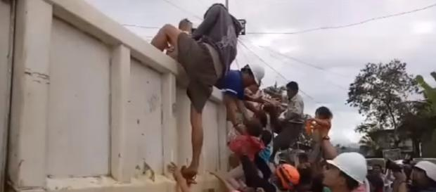 Philippine Forces Rescue Residents From Mawari City / screencap from Stroyful News via YouTube