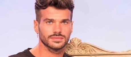 Claudio Sona difeso dalla redazione di Uomini e Donne dopo le rivelazioni dell'ex fidanzato