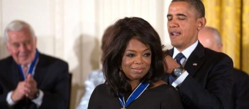 President Barack Obama awards the 2013 Presidential Medal of Freedom to Oprah Winfrey. - White House/Lawrence Jackson