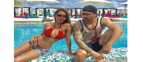 Talia y Víctor en Playa del Carmen.