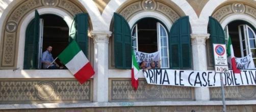 Tricolori alle finestre esposti durante l'occupazione