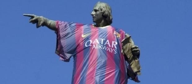 La estatua de Colón de Barcelona con la camiseta del Barça