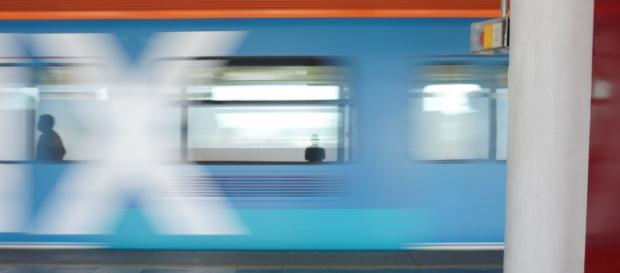 Vagón del Metro de la Ciudad de México en movimiento