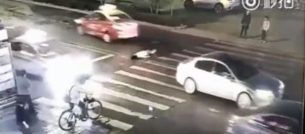 Vídeo de duplo atropelamento choca o mundo (Foto internet)
