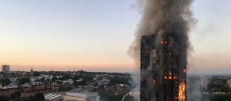 Huge fire hits Grenfell Tower with dozens feared missing in west ... - metro.co.uk