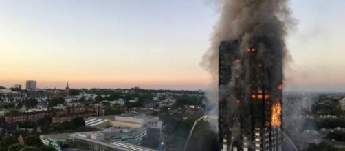 La Grenfell Tower di Londra, dove ieri notte si è scatenato un terribile incendio