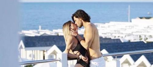 Soleil Sorge e Luca Onestini si baciano teneramente: smentite le voci relative ad una crisi