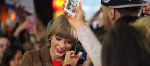 Taylor Swift/ Paolo Villanueva via Wikimedia Commons
