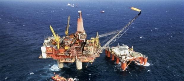 Caen reservas probadas de petróleo.