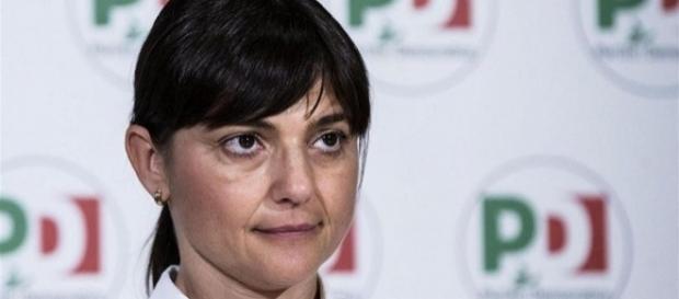 Deborah Serracchiani attacca Virginia Raggi sulla questione migranti
