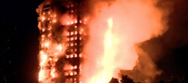 Firefighters battle massive blaze in London high-rise building ... - thestar.com