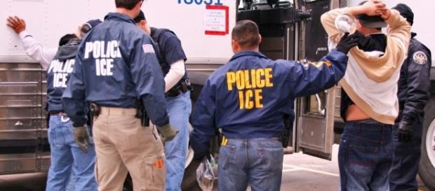 ICE agents. / Photo Courtesy of ICE [Public domain], Wikimedia Commons:https://commons.wikimedia.org/wiki/File%3A100203houston_lg.jpg