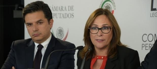 La diputada Rocío Nahle en conferencia de prensa.