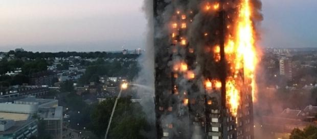 London fire: Blaze engulfs apartment block -- live updates - CNN.com - cnn.com
