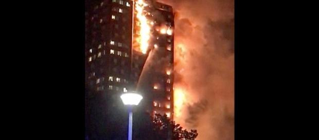 O edifício foi isolado e corre risco de desmoronamento (Foto: Captura de vídeo)