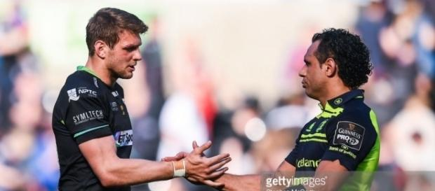 Ospreys' Dan Biggar, in the aftermath of missing a late kick at goal, groggily congratulates Leinster's Isa Nacewa - dai-sport.com