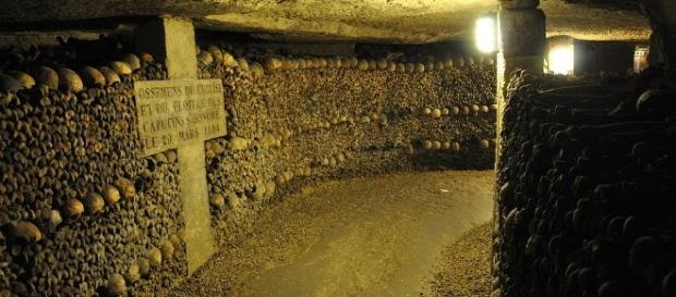 Photo Paris Catacombs via Pixabay by chiefhardy / CC0