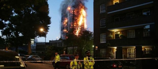 Um grande incêndio deixou mortos e feridos em Londres (Foto Internet)