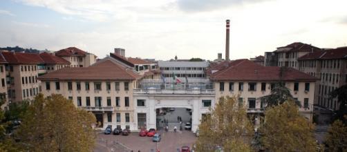 Blitz nelle cucine dell'ospedale Molinette di Torino dopo il ritrovamento di una blatta in un piatto di riso, ora riaperte dopo disinfestazione.