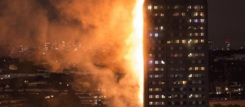 Londra non conosce pace: dopo gli attacchi terroristici, il terribile incendio della Grenfell Tower