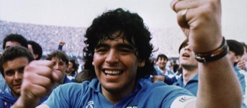 Maradona a Napoli per la cittadinanza onoraria: niente partita-evento al San Paolo, ecco quando e dove