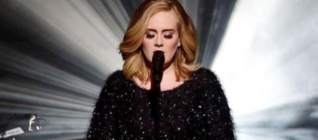 A cantora mostrou ser solidária ao consolar as vitimas do incêndio em Londres