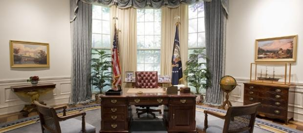File:Bush Library Oval Office Replica.jpg - Wikimedia Commons - wikimedia.org