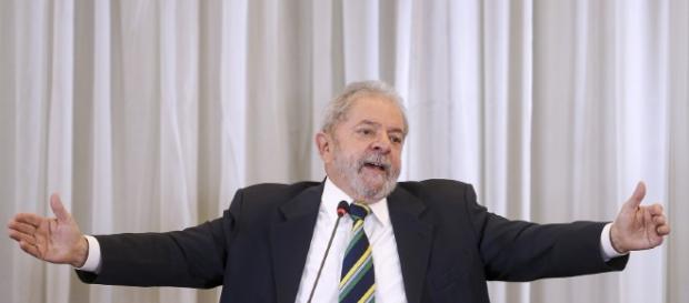 Lula tenta suspender ação do triplex no STF