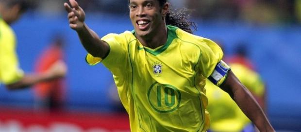 Ronaldinho con la maglia numero 10 della sua nazionale