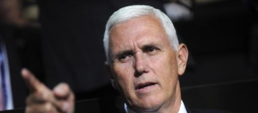 Cele|bitchy | Mike Pence was booed at 'Hamilton' & Donald Trump ... - celebitchy.com