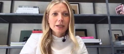 Gwyneth Paltrow talks to her fans on Facebook live. ~ Facebook/goop