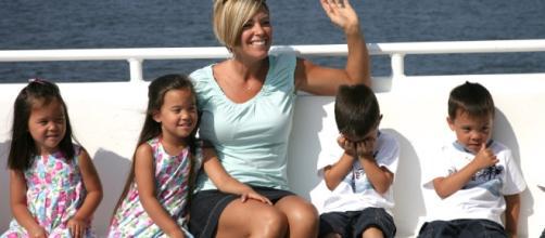 Kate Gosselin with kids - Screenshot