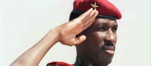 """T. Sankara, capitolo su (-) nell'ebookdi Claudio Pisapia """"Pensieri Sparsi"""" * photo da Post.it"""""""